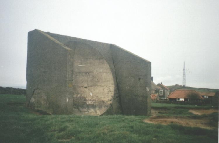 [Picture of the Boulby sound mirror from the front]