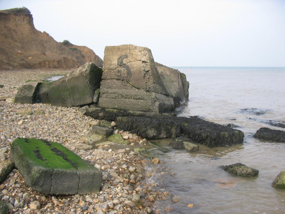 [Photo of Warden Point acoustic mirror remains, 8 October 2005]