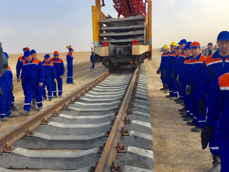 Laying the final rails for the railway from Atamurat to Afghanistan