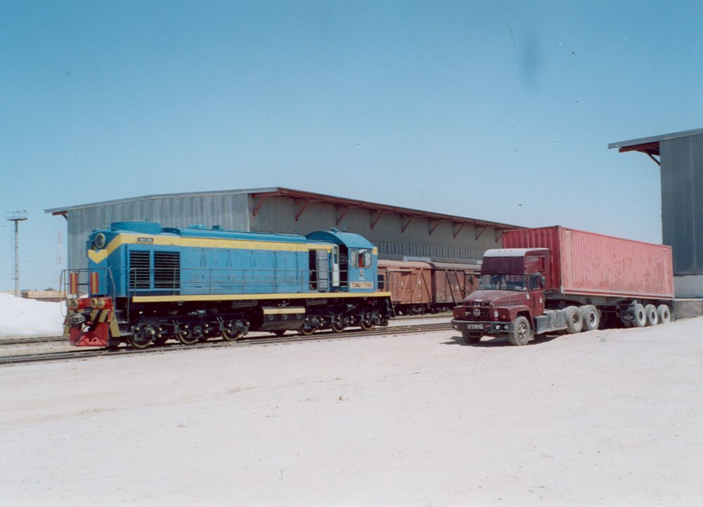 Uzbek Railways TEM2 loco at Hairatan