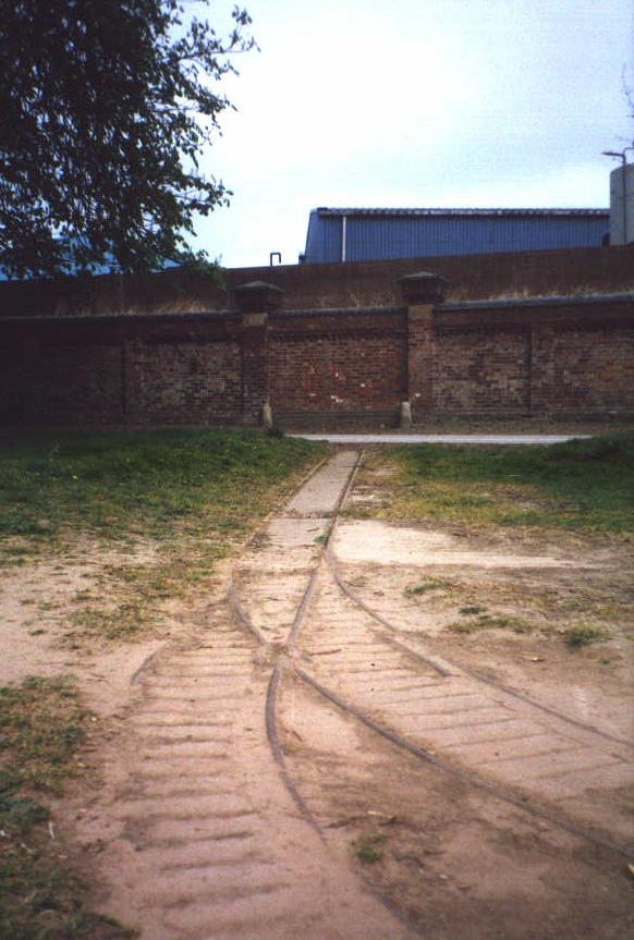 [Photo of narrow gauge railway by Rive Ouse in York]